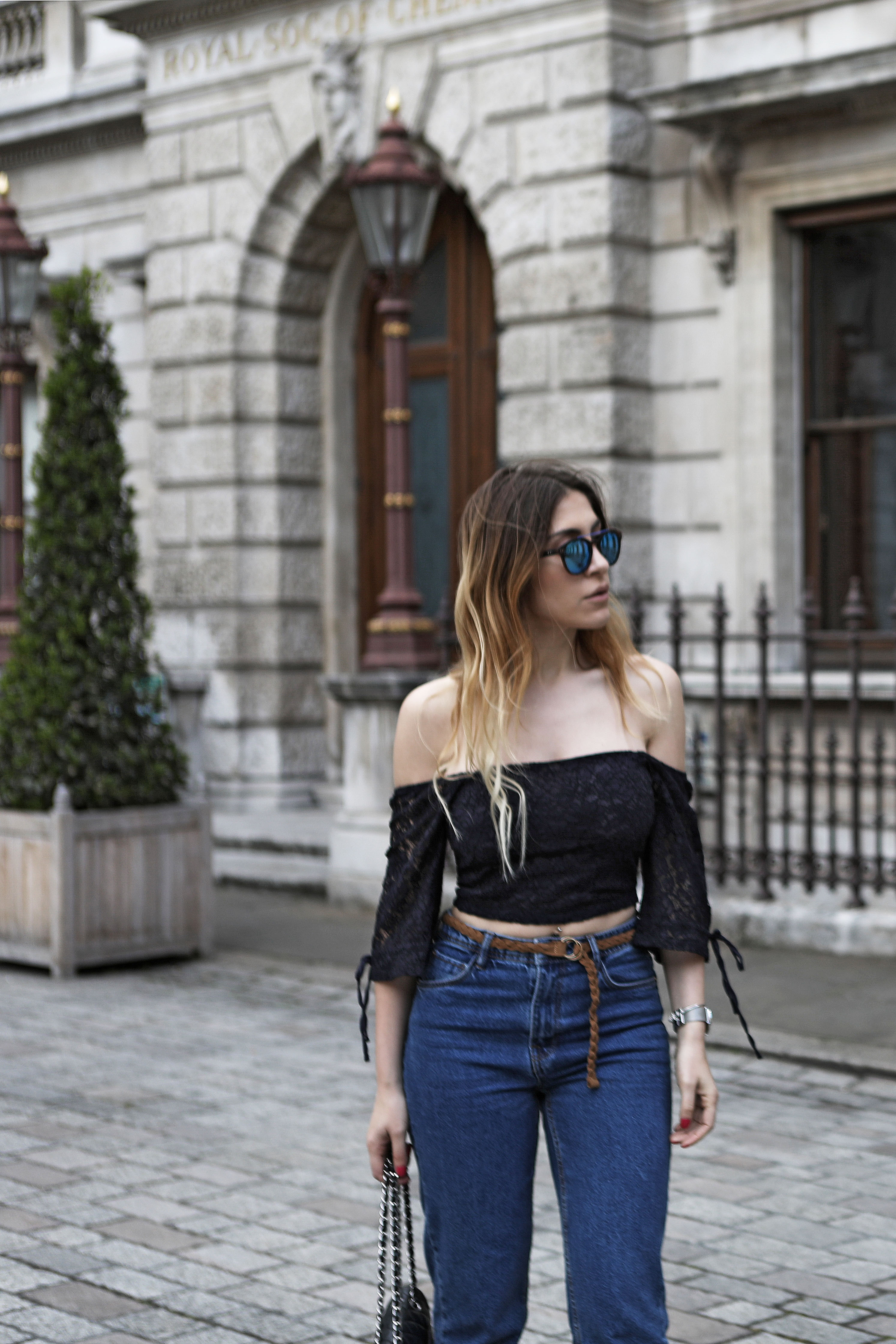 How to Style Mom Jeans for Going Out
