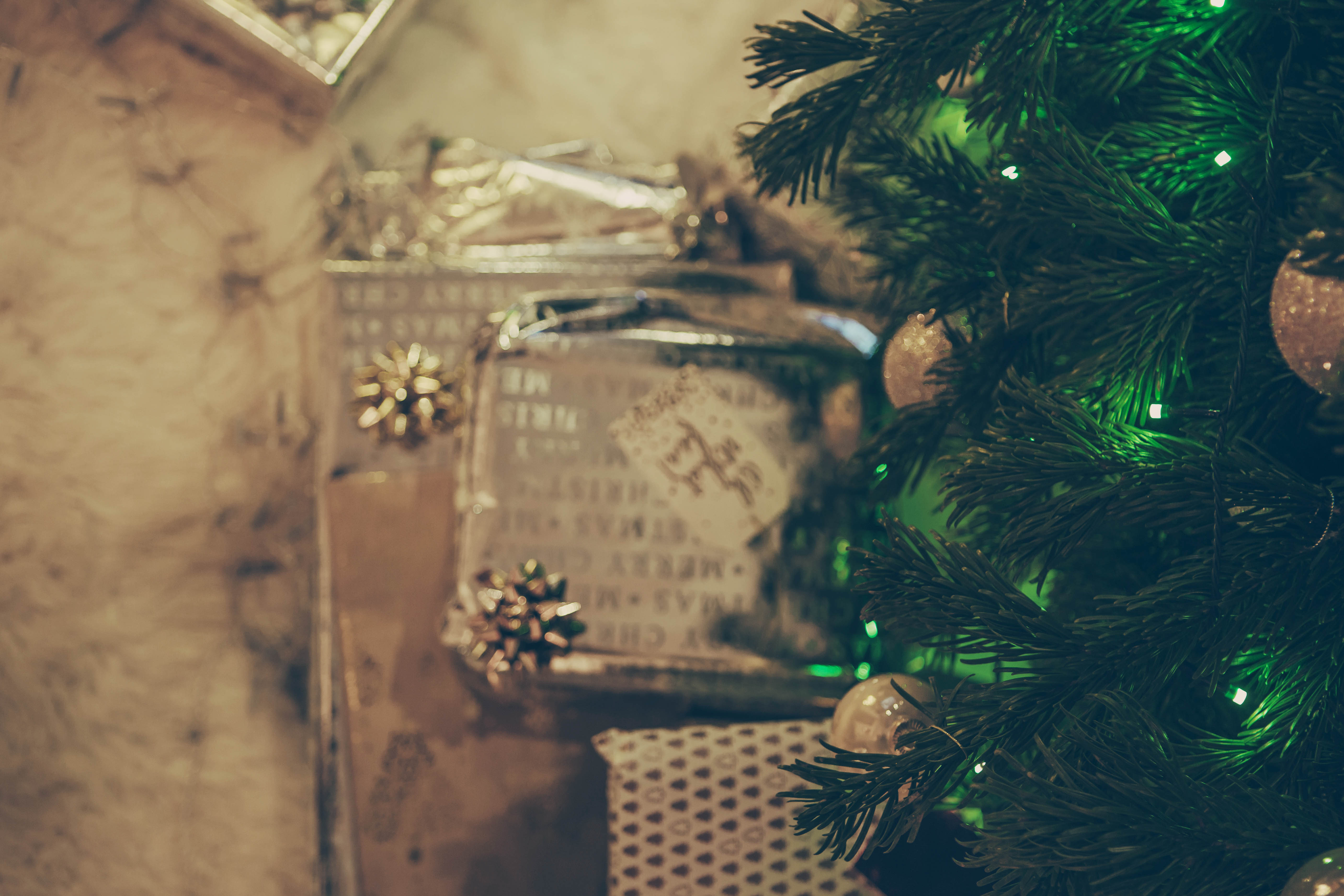 Last minute Christmas gift guide is here for your leisure. It's meant for all of those who have a person in your family or friendship group who are difficult to buy for. I decided to dedicate this post to them, well actually to you as I want to help you out with your decision making.