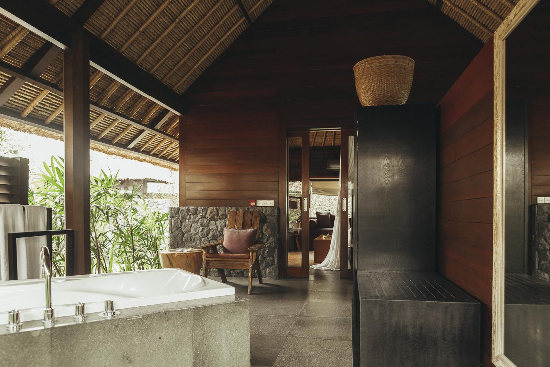 Kayumanis Ubud outdoor bathroom