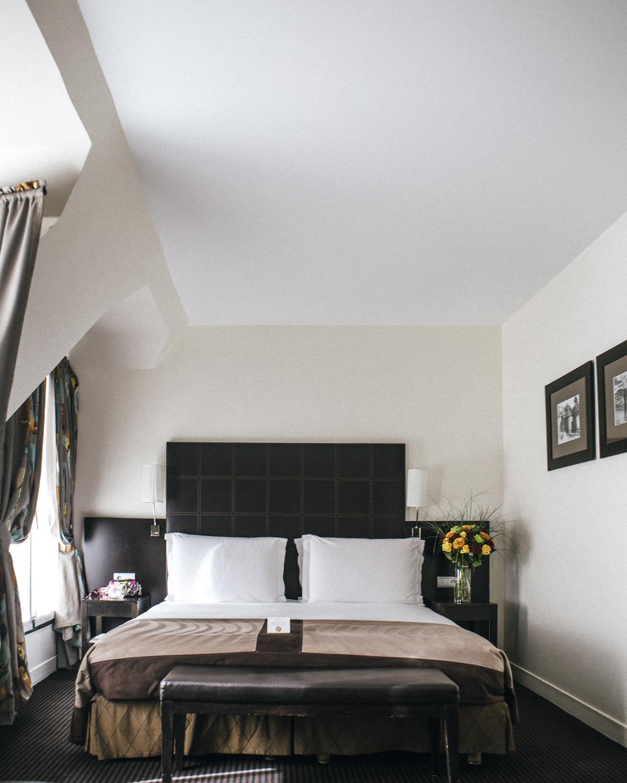 Hotel Plaza Eiffel Tower bedroom